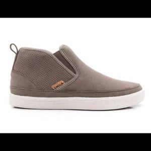 Saola sustainable vegan sneaker boot slip-on